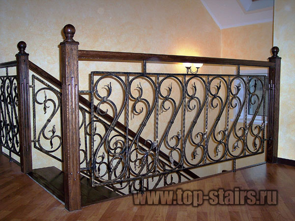 лестница деревянная с ковкой 2
