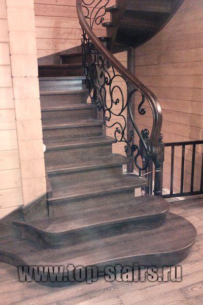 деревянныя лестница с коваными перилами