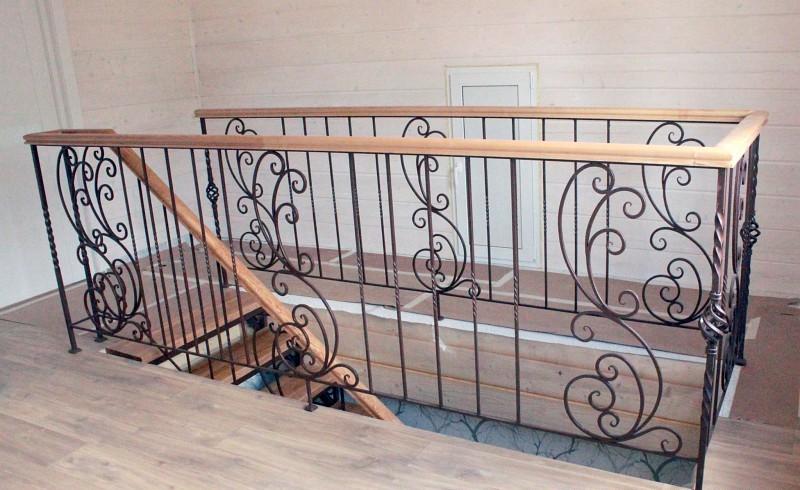 Красивые кованые лестницы