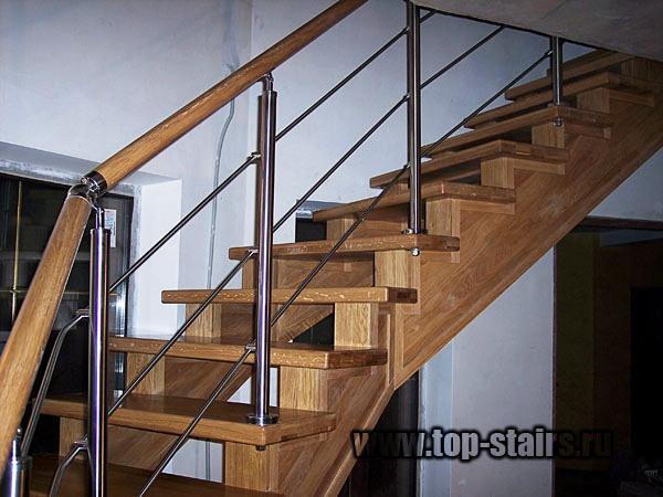 лестница на деревянных косоурах