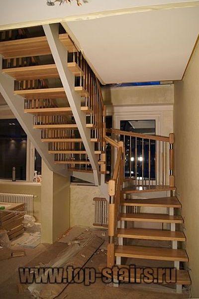 лестница на косоурах с дубовыми ступенями