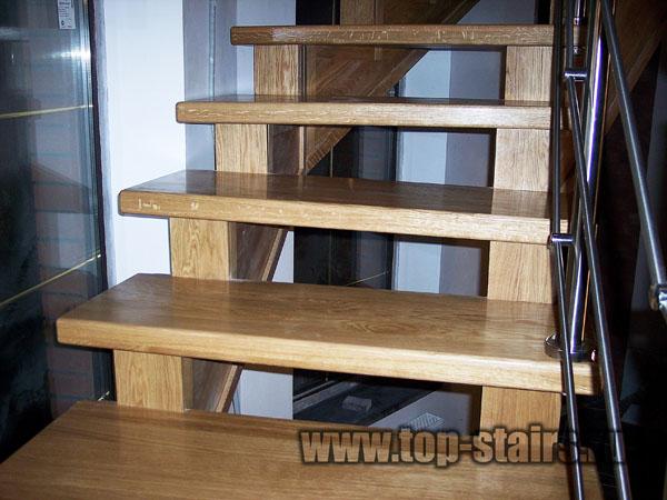 деревянная лестница с нержавеющими ограждениями 2